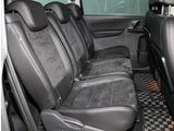 2列目シートは独立式。フォルクスワーゲンのシートはしっかりと体を支えてくれるので長時間運転しても疲れにくく、しかも乗り降りもしやすく設計されています