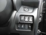 両側電動スライドドアが付いています。運転席からも、スライドドアの開閉が可能です。