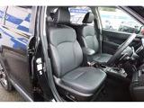 電動パワーシート装着車ですので細かいシートポジションの調整が可能です。