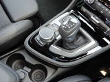 8速オートマチック・トランスミッション(ステップトロニック付)。ドライビング・パフォーマンス・コントロール:「コンフォート」「スポーツ」「ECO PRO」の3段階からドライビングスタイルに合わせて設定可能