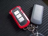 インテリジェントキーをポケットに入れたまま、ブレーキペダルを踏んでボタンをプッシュするだけで、簡単にエンジンを始動できます。