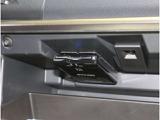 《ETC車載器》高速を利用するには便利な必需品です。ETCカードを挿入するだけでゲートもノンストップで通過できます。