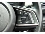 アイサイトver.3と連動「全車速追従クルーズコントロール」の操作スイッチ。ステアリング右に付いています。操作性もバッチリ!