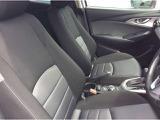 フロントシートは心地よいフィット感と程よいホールド性を両立。今までになく快適な運転を楽しめるマツダ自慢のシートです。