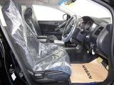 【内装】専任スタッフが車内を隅々までクリーニング。その後、専用の機材を使用し防臭抗菌コートを施工しております。清潔で綺麗なお車をお届けできるよう一層心掛けております。
