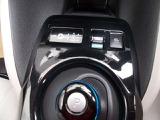 電気自動車のシフトは操作も簡単。eペダルつき♪