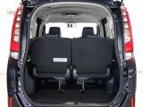 大きく開いて荷物の積み下ろしがしやすいバックドア!荷物の出し入れに便利ですね♪
