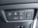 360度カメラや車線逸脱装置など運転席で操作できます。スイッチひとつでリアハッチが電動で開閉します。