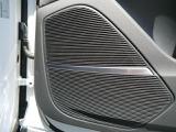 バング&オルフセンサウンドシステムで車内は心地よい音楽で快適にお過ごし頂けます。
