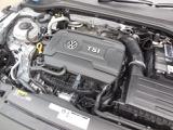 2.0L TSIエンジン。ダイレクトインジェクション(直噴)とターボ(過給)で低回転から豊かなトルクを発揮し、スムーズな吹き上がりと俊敏なレスポンスのエンジンです。