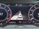 パークアシスト:縦列駐車、車庫入れ時に超音波センサーでスペースの検出をしてステアリング操作を自動で行います。メーターディスプレイ上に表示されるガイドに従って停車して下さい。