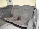 後部座席は大人の方でもゆったりとくつろげる空間となっております