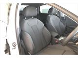 運転席、助手席はゆったりとしたコンフォートシートで体を包み、運転の疲れを緩和してくれます。