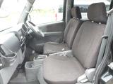 運転席シートは目立つ汚れやへたりなど無くきれいで座り心地も良いですよ。