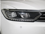 高い視認性を確保しながら、消費電力の少なさと長寿命を実現させた「LEDヘッドライト」