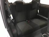 【2列目シート】後部座席もゆったりと座れるスペースが確保できます!!足元も広々としています!大人数でのお出かけも会話が弾みますね!