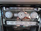 運転席、助手席、後席の3つのゾーンで温度などを独立して設定できます。