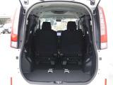 イザという時に便利なサードシート付の7人乗仕様です♪シートはレバーを引くだけでカンタンセットが可能です!
