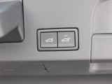 電動にてバックドアが大きく開きますので、荷物の積み下ろしもしやすいです。