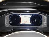 液晶式メーターは、ナビゲーション画面も表示でき、安全ドライブに効果的です。