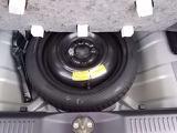 トランク床下にはテンパータイヤが装備されています。