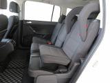 3つのシートがそれぞれ独立して着脱可能な2列目!インテグレーテッドチャイルドシート(後席一体型チャイルドシート)2列目左右のシートに内蔵されたチャイルドシート。チャイルドシートが必要なお子様が乗車する