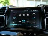 8インチタッチスクリーンにて、エアコン操作やメディア再生、Apple Car PlayとAndroid Autoが使用できます