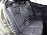 後席も十分な広さを確保していますので家族や友人とのロングドライブも快適です。