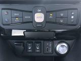 フルオートエアコンなので車内はいつも快適。クイックコンフォートシートヒーター からだが触れる部分を直接あたためて体感温度を上げられる装備を標準装備。エアコン使用の抑制につながります。