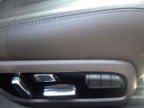 運転席はメモリー機能付10Wayパワーシートを採用。運転席・助手席・2列目座席にシートヒーター機能もついていますので寒冷時にも快適に運転・乗車できます。