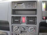 使いやすさにこだわった純正AM/FMラジオ[スピーカー内蔵]★移動時間にラジオで色々な情報をゲット!直感的に操作ができる【マニュアルエアコン】♪