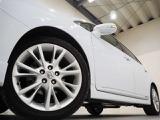 ホイルは純正18インチアルミホイルになります。タイヤは夏冬セットでお付けしますので、余計な出費もかさまず安心です。タイヤサイズ225-45-18。