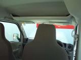 運転席上部(天井)には大容量の収納棚があります。