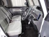 フロントシートは人間工学に基いた設計で長距離でも快適なドライブをお楽しみ頂けます!快適性とサポート感を両立した優れものです!!調整機能も細かく設定され、どんな体格にもフィット!!