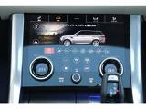 下部モニターではエアコンの操作や車両の走行モード切替が可能です。「エコ」「コンフォート」「ダイナミック」「草/砂利/雪」「泥/轍」「砂地」「岩場」から選択できます。