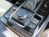操作のしやすいコマンダーコントロールです。オートホールド機能で停車状態を維持できますのでドライバーの負担を減らすことができます!