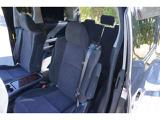 ☆セカンドシートはキャプテンシートとなっており、オットマンも装備されておりますので、長時間の移動にはありがたい装備ですね♪