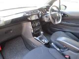 丁寧に扱われていたのが伺える車内には嫌な臭いも無く、カーペットや内張等も清潔で綺麗です。ほのかな香りが広がるパルファムエアフレッシュナー装備。