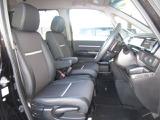 運転席には高さ調整ができる『シートハイトアジャスター機能』が付いています! これなら小柄な方にも大柄な方にも自分にぴったりの運転姿勢がとれますね~!