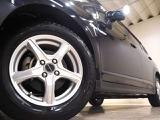 ホイルは15インチアルミホイルになります。タイヤは夏冬セットでお付けしますので、余計な出費もかさまず安心です。タイヤサイズ185-65-15。