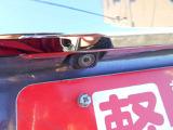 駐車場で大活躍のバックカメラ装備です♪死角による事故の防止や苦手なバックもこれで安心ですね♪もちろんオプションでの取付も行っております。弊社購入以外のお車にもご相談ください!!