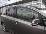 ウィンカーミラーにサイドバイザー、後席はプライバシーガラスになっています。