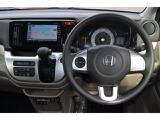 【ハンドル】ハンドルに装備されているステアリングリモコン!運転しながらの操作が可能なので安全性が高まります♪