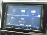 ホンダ純正8インチメモリーナビ VXM-185VFEi が装着されております。AM、FM、CD、DVD再生、音楽録音再生、フルセグTV、Bluetoothがご使用いただけます。初めて訪れた場所でも道に迷わず安心ですね!