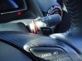 レーシングカー感覚で操れるパドルシフト!シフトレバーを「M」の位置にして、「+」のレバーを引くとシフトアップ、「-」のレバーを引くとシフトダウンします!楽しくドライブできます!
