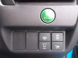 オートリトラミラーや燃費を抑えるECON、横滑りを防ぐVSA等のスイッチ類は運転席の右側、手の届きやすい位置にあります。