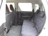 リヤシートも全車消毒済み。は天井も高い広々空間!足元もさらに広くゆったり!ドアは軽初【アンブレラホルダー】付。
