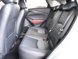 ゆったり座れる後部座席、カーテン&フロントサイドエアバック付。