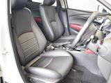 運転席のシートは10wayパワーシートで、腰の部分の調整ができるランバーサポートを装備。各部位も電動で細かく調整できるため疲れにくい運転姿勢を保持するのに効果的です。