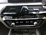 左右独立調整オートエアコンです☆運転席と助手席でお好みの温度設定が可能で快適空間とお届けいたします。阪神BMW西宮店【0066-9711-214736】